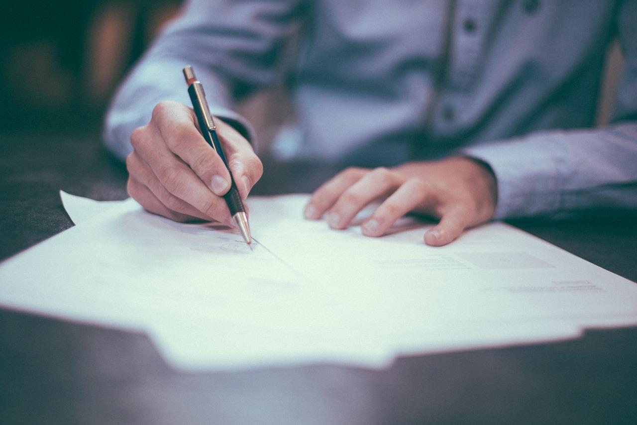 writing_pen_man_ink_paper_pencils_hands_fingers_Pixabay.com