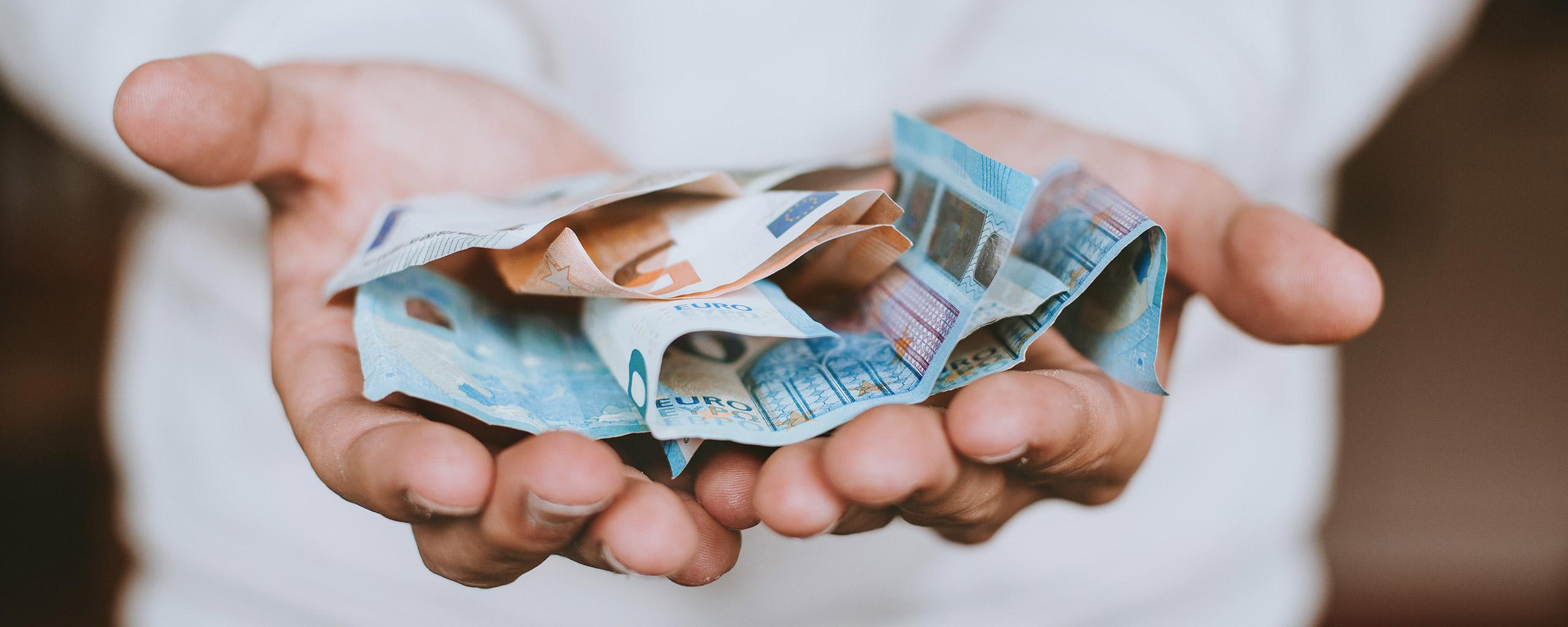 Sie wollen Ihr Wunschgehalt? Dazu müssen Sie zuerst in eine Gehaltsverhandlung treten, um letzten Endes auch mit einem zufriedenstellenden Gehalt entlohnt zu werden.